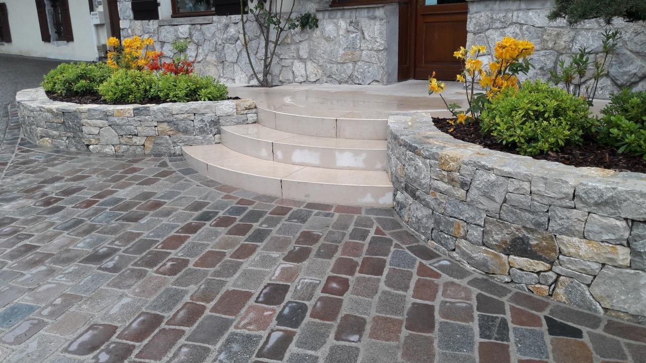 Sawn and coloured Paris cobblestones